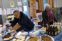 Loppemarked Grete  og Inger Marie har travlt